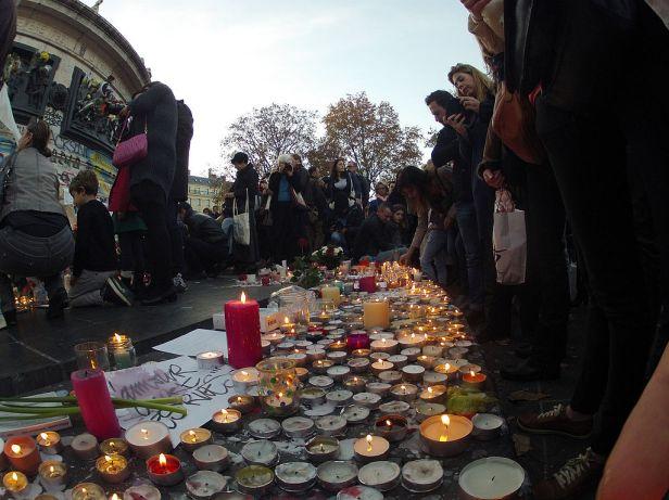 Rassemblement_place_de_la_République_attentats_13_novembre_2015_3